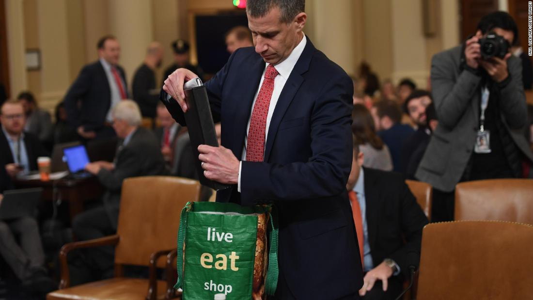 Lawyer's bag steals show at impeachment hearing